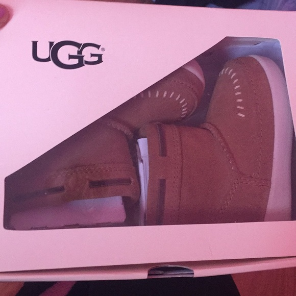 c06e8368fc7 Brand new baby ugg cali moccasin campfire NWT
